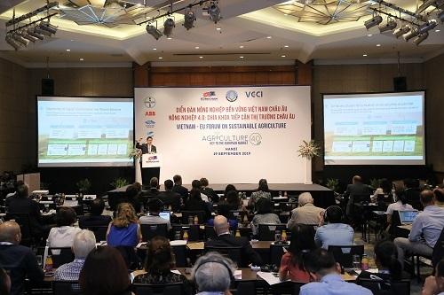 Diễn đàn thu hút sự tham dự của 150 đại biểu, khách mời.