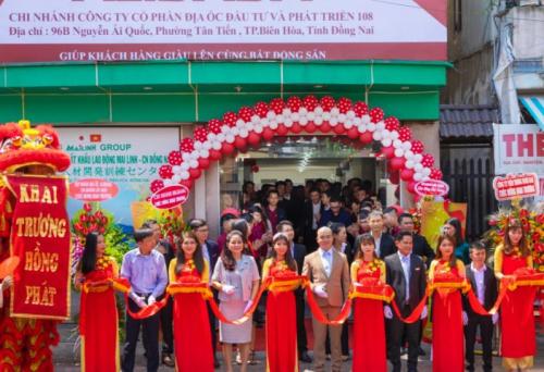 Ông Nguyễn Thái Luyện cắt băng khai trương chi nhánh Địa ốc 108 tại Biên Hoà, Đồng Nai. Ảnh: Website Tapdoandiaocalibaba.com.