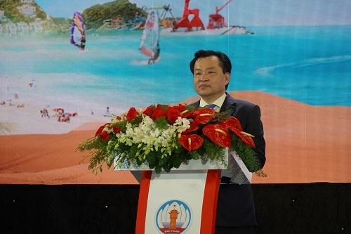 Ông Nguyễn Ngọc Hai, Chủ tịch UBND tỉnh Bình Thuận giới thiệu những tiềm năng và lợi thế đầu tư tại địa phương. Ảnh: Việt Quốc.