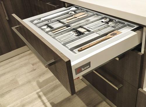 Phụ kiện tủ bếp và kệ bếp Ivan có độ bền cao, chuyển động nhẹ nhàng