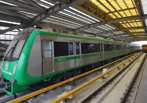 Đoàn tàu đường sắt Cát Linh - Hà Đông được đưa về từ lâu nhưng đến nay dự án vẫn chưa được bàn giao để đưa vào vận hành. Ảnh: Ngọc Thành