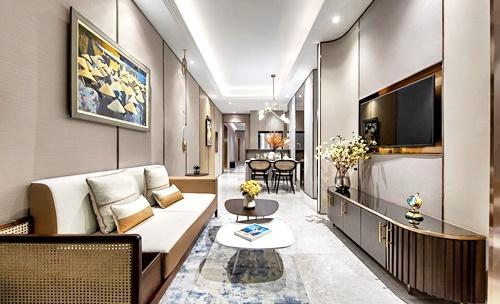 Ánh đèn trong phòng khách sẽ tôn lên vẻ tinh tế củađá cẩm thạch, mang đến cảm giác tự nhiên cho không gian.