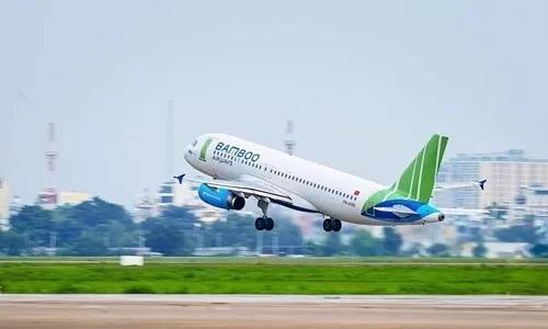 Máy bay Bamboo Airways cất cánh tại sân bay Tân Sơn Nhất. Ảnh:Giang Huy