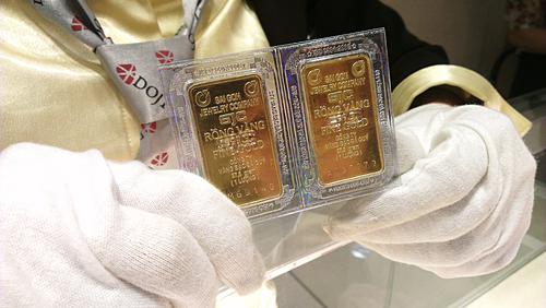 Giá vàng miếng trong nước hiện vẫn duy trì trên 42 triệu đồng một lượng. Ảnh: C.T