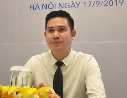 Ông Phạm Văn Tam công bố thư xác nhận của SRH tại buổi họp báo ngày 17/9. Ảnh: Hoài Thu.