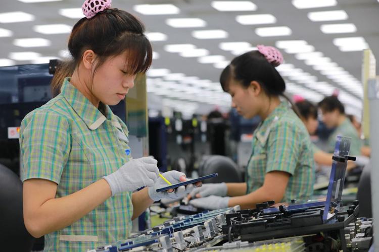 Công nhân trong nhà máy Samsung Thái Nguyên. Ảnh: Báo Thái Nguyên