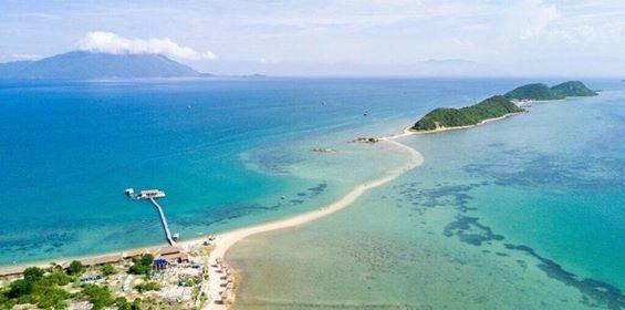 Đường đi bộ giữa biển tại đảo Điệp Sơn - Vân Phong