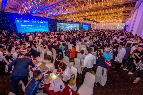 Hàng nghìnkhách hàng và đối tác tham dự sự kiện.