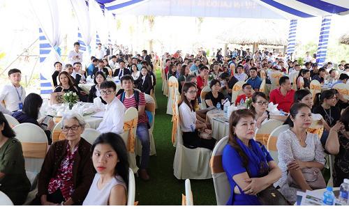 Khách hàng tham gia sự kiện mở bán đợt đầu Lagoona Bình Châu.