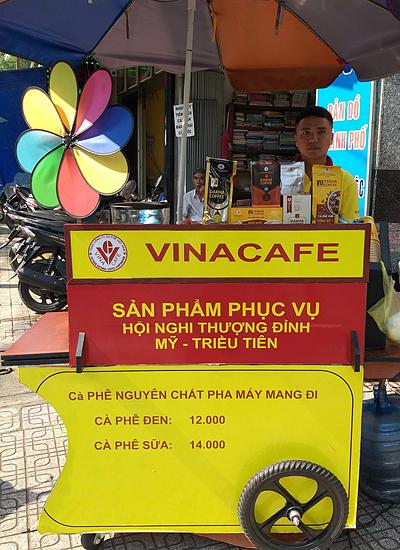 Cà phê xe đẩy của Vinacafe. Ảnh: Thi Hà.