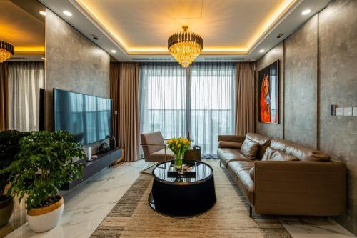 Bên trong căn hộ kiến trúc châu Âu Sunshine City Sài Gòn - 2
