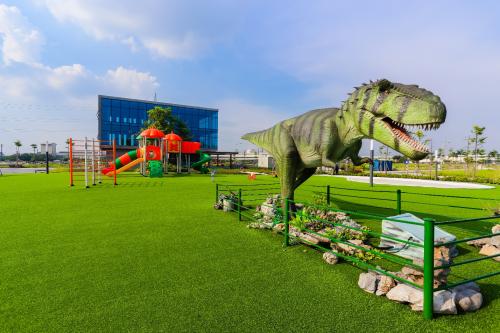 Công viên khủng long,một trong những tiện ích nổi bật của dự án Phố Nối House.