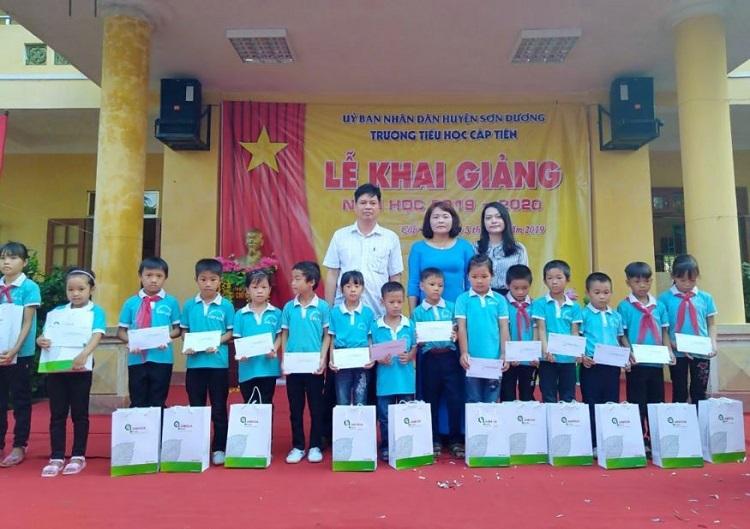 An Hòa thực hiện chương trình Thắp sáng ước mơ đến trường vào tháng 9 vừa qua