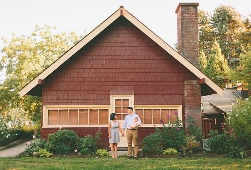 Chuyên gia cho rằng nên mua nhà khi bạn đã có cuộc sống ổn định. Ảnh: Crystal Sing/Twenty 20.