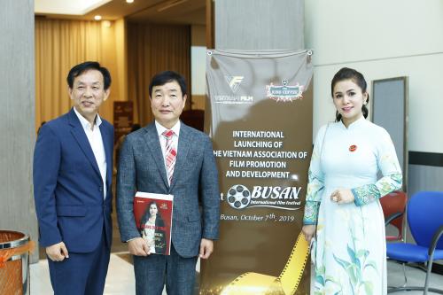 Bà Lê Hoàng Diệp Thảotại buổi ra mắt Hiệp Hội Xúc tiến phát triển điện ảnh Việt Nam trong khuôn khổ Liên hoan phim Busan.
