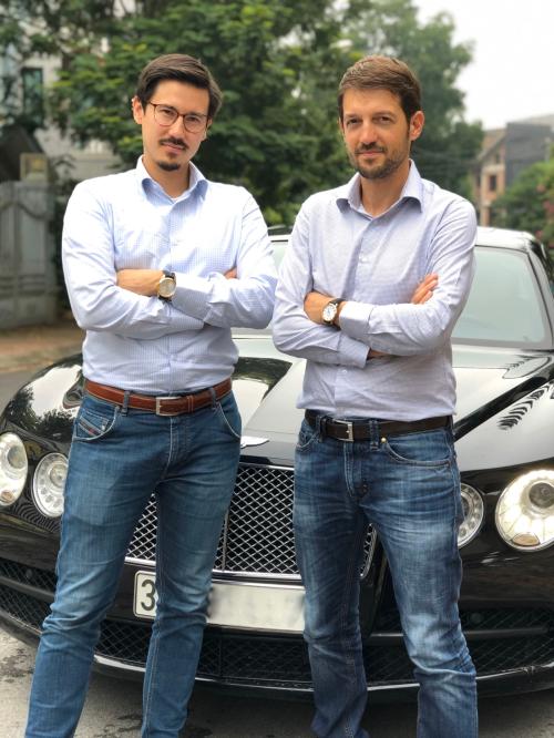 Mr. Singi Chonge - CEO (chú thích vị trí) và Mr.Meinrad Hunold - COO của thương hiệu Epos
