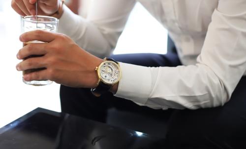 Đồng hồ EPOS SWISS  Dòng đồng hồ cơ có đặc tính siêu mỏng, phong cách thiết kế cổ điển, phù hợp gu thời trang tối giản, tinh tế và sang trọng.
