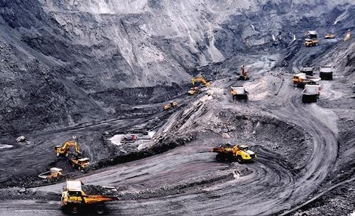 Khai thác than tại Quảng Ninh. Ảnh: Vinacomin