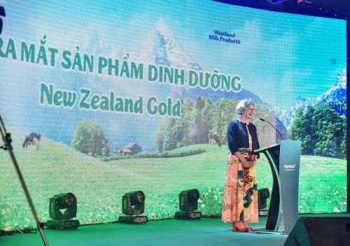 Bà Karlene Davis - Tổng lãnh sự New Zealand tại sự kiện ra mắt sữa New Zealand Gold.