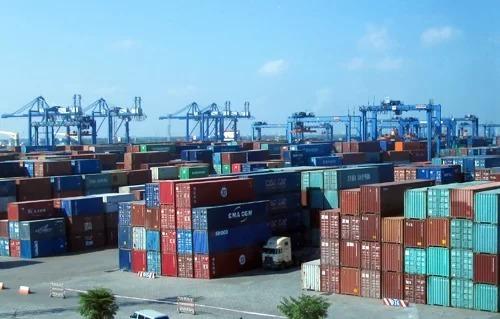 Hàng hóa tại cảng Cát Lái. Ảnh: ĐL.