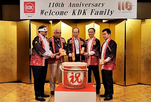 Ông Takashi Ogasawara - Chủ tịch KDK (giữa) tại lễ kỷ niệm.