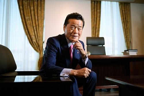 Masaru Wasami trong văn phòng tại Tokyo. Ảnh: Bloomberg