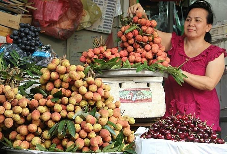 Trái cây được bántại chợ Bà Chiểu: Ảnh: Hồng Châu.