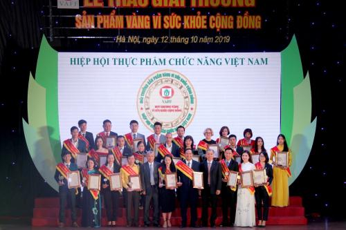 Khang Dược vinh dự đón nhận Huy chương vàng vì sức khỏe cộng đồng 2019 (linh15h) - 1