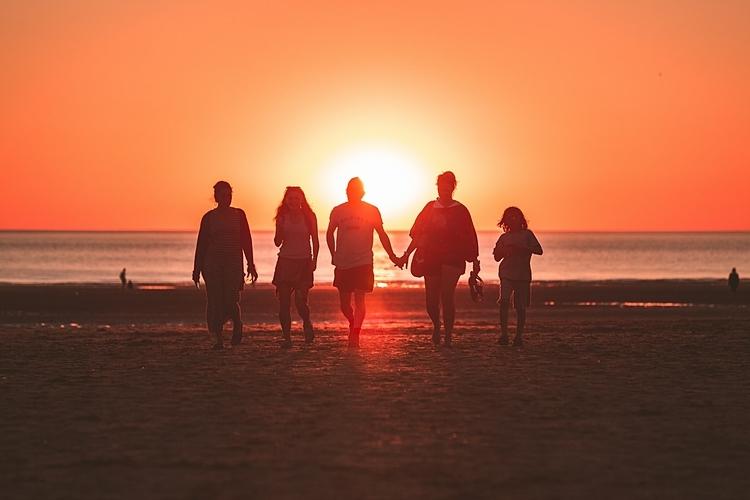 Bạn có thể tận hưởng kỳ nghỉ bên gia đình tại nhiều điểm đến trong và ngoài nước. Ảnh: Pacific Pearl.