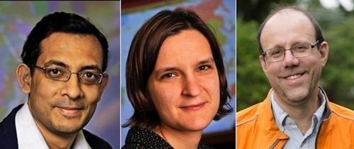 Ba nhà khoa học đạt giải Nobel Kinh tế 2019 (Từ trái qua): ông Abhijit Banerjee,bàEsther Duflo và ông Michael Kremer.