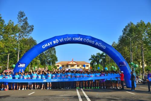Sự kiện Chạy bộ vì sức khỏe cộng đồng thu hút hơn 500 người tham gia