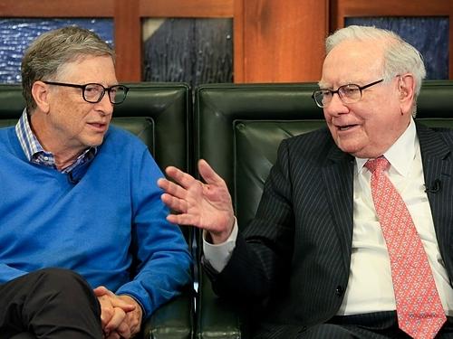Bill Gates và Warren Buffett trong một sự kiện. Ảnh: AP