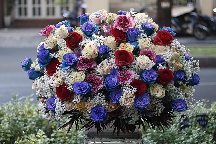 Bình hoa 250 bông hồng cũng đã có chủ nhân. Ảnh: FlowerBox.