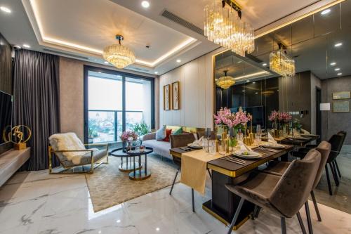 Sunshine City Sài Gòn: Nội thất dát vàng, rồi sao nữa? - Tuyết Anh xử giúp chị nha