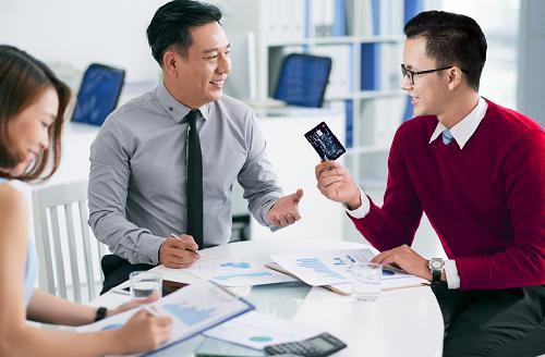 Thẻ tín dụng được xem là một giải pháp hỗ trợ chi phílinh hoạt cho các doanh nghiệp.
