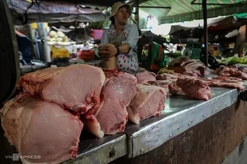 Thịt lợn bày bán tại chợ Vĩnh Hội (TP HCM). Ảnh: Thành Nguyễn.