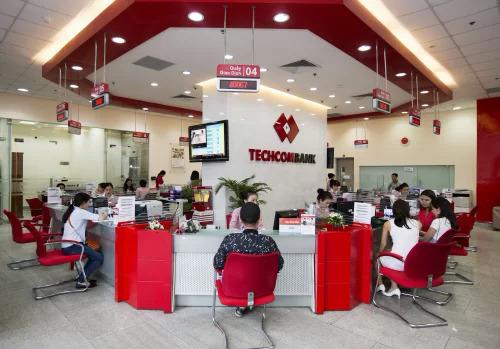 Techcombank khuyến cáo, khách hàng nên thông báo với ngân hàng ngay khi nhận thấy có dấu hiệu đáng ngờ qua hotline 24/7 1800588822.