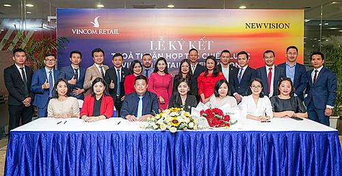 Vincom Retail cũng đã ký biên bản ghi nhớ thỏa thuận hợp tác với 14 công ty bất động sản. Đây là các công ty tham gia chương trình triển khai cho thuê shop thuộc dự án Grand World Phú Quốc.