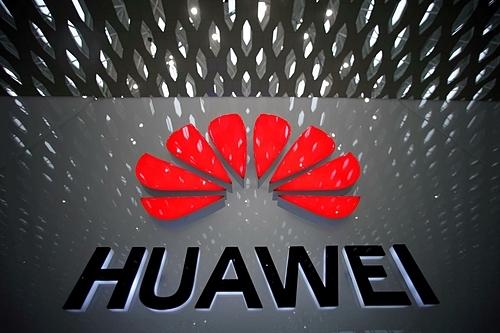 Logo Huawei tại Sân bay Quốc tế Thâm Quyến. Ảnh: Reuters