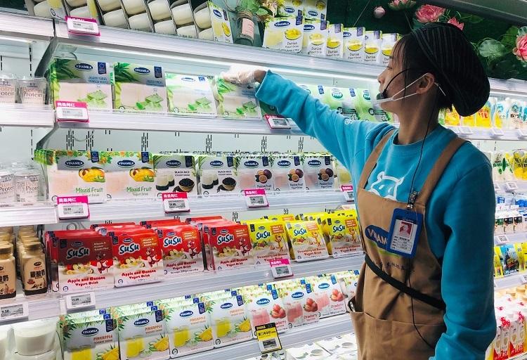 Sản phẩm Vinamilk bày bán trong siêu thị Hema.
