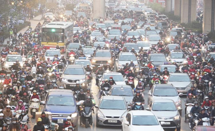 Không khí Hà Nội ngày càng ô nhiễm do bụi đất từ các phương tiện cơ giới (Ảnh: Ngọc Thành)
