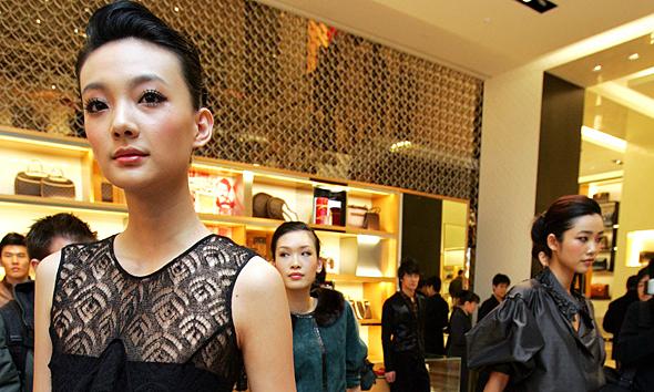 Trung Quốc lần đầu nhiều người giàu hơn Mỹ