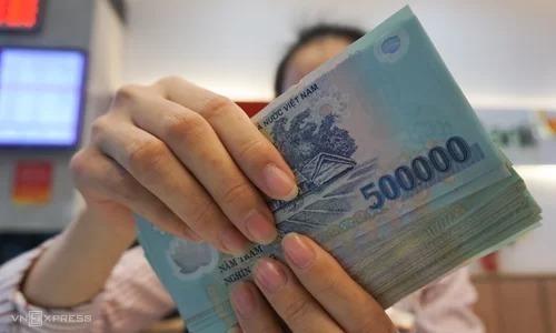 Mức lương cơ sở được đề xuất tăng thêm 110.000 tỷ đồng từ năm sau. Ảnh: Anh Tú