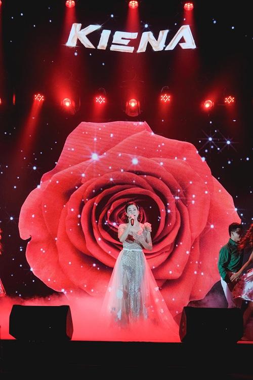 Ca sĩ Thu Phương mang đến không gian âm nhạc đa chiều và đầy màu sắc.