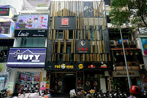 Khu phức hợp ăn uống gồm 6 thương hiệu của Huy Việt Nam trên đường Ngô Đức Kế, quận 1 đã dừng hoạt động được 20 ngày. Ảnh: Dỹ Tùng