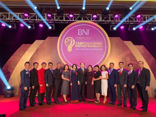 Ông Hồ Quang Minh - Chủ tịch BNI Việt Nam (ở giữa) và một số lãnh đạo BNI Việt Nam tại sự kiện Hội ngộ đỉnh cao năm 2019.