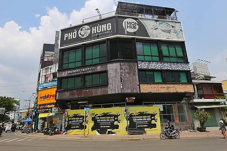 Chi nhánh nhà hàng Món Huế góc đường Lê Quang Định - Phạm Văn Đồng (Gò Vấp) thông báo đóng cửa sửa chữa. Ảnh: Quỳnh Trần