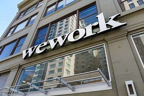 Logo WeWork bên ngoài văn phòng tại California (Mỹ). Ảnh: Reuters