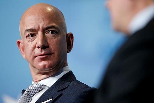 Ông chủ Amazon Jeff Bezos hiện là người giàu nhất thế giới. Ảnh: Reuters