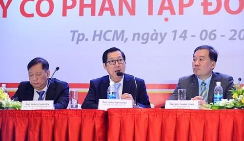 Ông Trần Kim Thành (ngồi giữa) - Chủ tịch Hội đồng quản trị Kido tại phiên họp thường niên 2019. Ảnh: Thi Hà